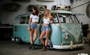 GIRLS AND KOMBI